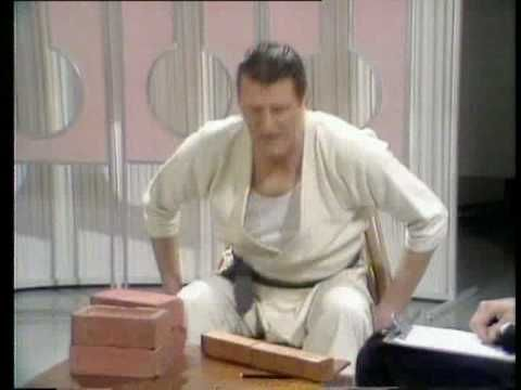 Tommy Cooper's karate class - YouTube
