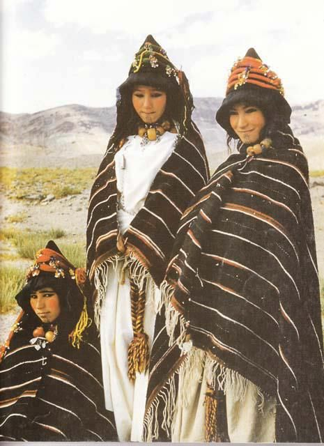 Africa | Morocco, Haut Atlas, Imilchil, young Berber girls of Ait Haddidou tribe during the Wedding Moussem (festival) | Scanned from the National Geographic, January 1980 publication. | Article written by Carla Hunt, photographs by Nik Wheeler.