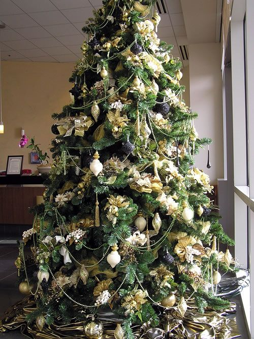 Christmas Tree Decorating Ideas Gold Theme : Top ideas about black and silver christmas room on