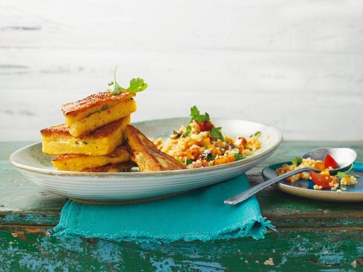Nektarinen-Tomaten-Taboulé mit Mozzarella-Sandwich - Taboulé ist bei uns besser bekannt als Bulgursalat. Diese fruchtige Variation wird mit knusprigen Sandwiches mit geschmolzenem Mozarella-Lern serviert.
