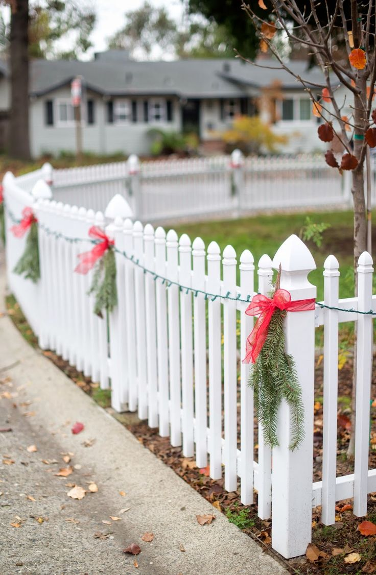 30 best christmas decorations on fences images on for White outdoor christmas decorations