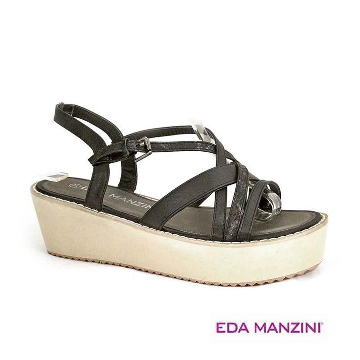 Sandalia negra con suela blanca