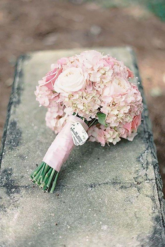 soft pink wedding bouquets via jessica lorren / http://www.himisspuff.com/spring-summer-wedding-bouquets/7/