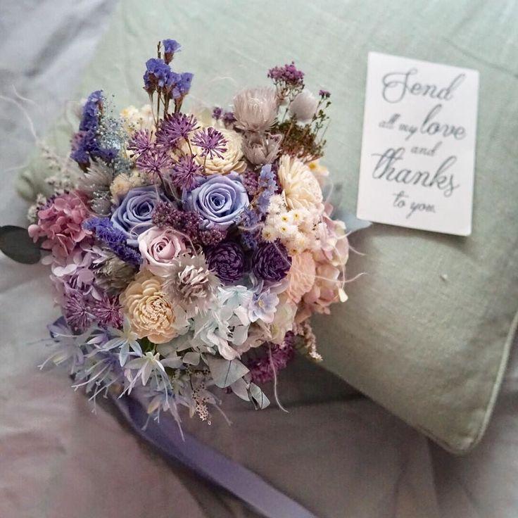 Autumn wedding bouquet ドレスのサッシュが 綺麗なライラック色で ご新郎様のタイのブルーも 拾いつつ パープル ブルーのトーン ドレスにこぼれる 星型のツンツンしたお花が アクセント #rusticwedding #creema #bouquet #weddingflowers #weddingbouquet #ブーケ #ウェディング #フォトウェディング #海外挙式用ブーケ #ナチュラルウェディング #ガーデンウェディング #ウェディングブーケ #ウェディングドレス #結婚式 #結婚式準備 #プレ花嫁 #日本中のプレ花嫁さんと繋がりたい #オーダーメイド #前撮り #花のある暮らし #クラッチブーケ #リースブーケ #wedding #bridalbouquet #bridal #写真撮ってる人と繋がりたい #flowerstagram #2017冬婚 #Autumn #weddingtrends #instagram : http://ift.tt/2A5xJP4