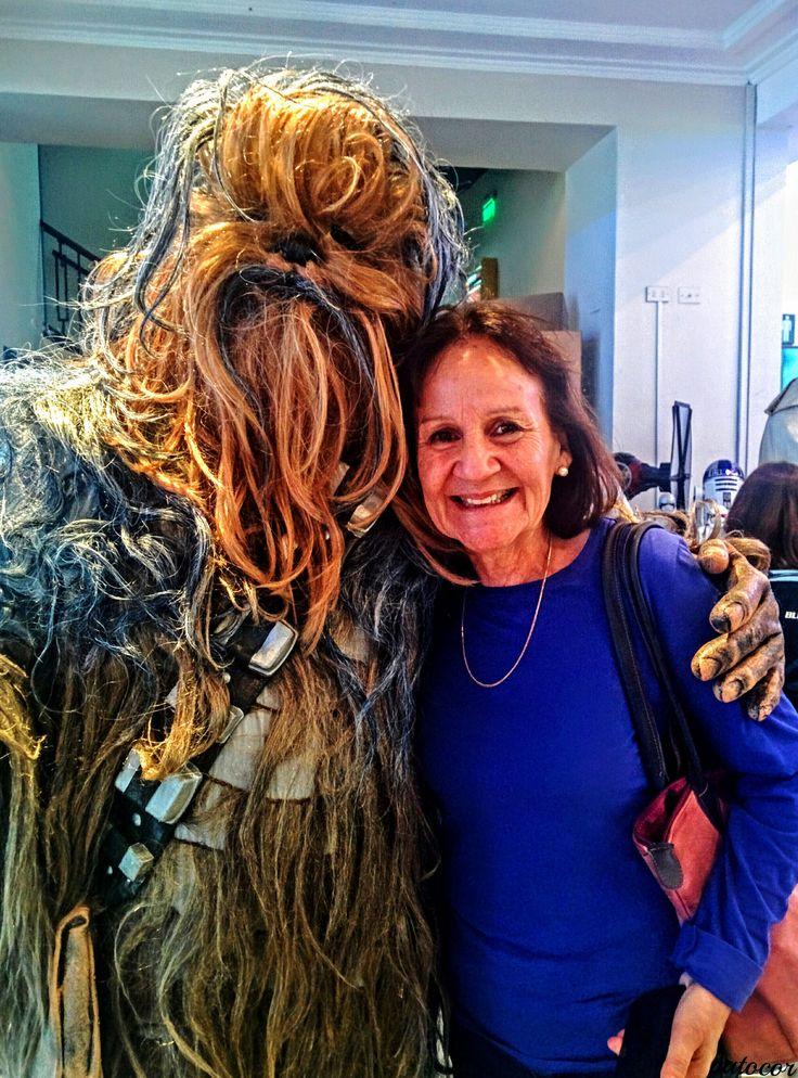 """https://flic.kr/p/QkDXij   Gloria025   Con Chubaca en el estreno de la película """"Rogue One"""", Ex cine Metro, Av.Pedro Montt y calle Freire, Valparaíso, Chile."""