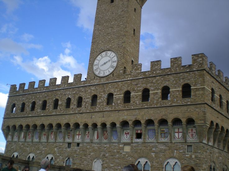 We can almost touch the Palazzo Vecchio with its wonderful clock tower.