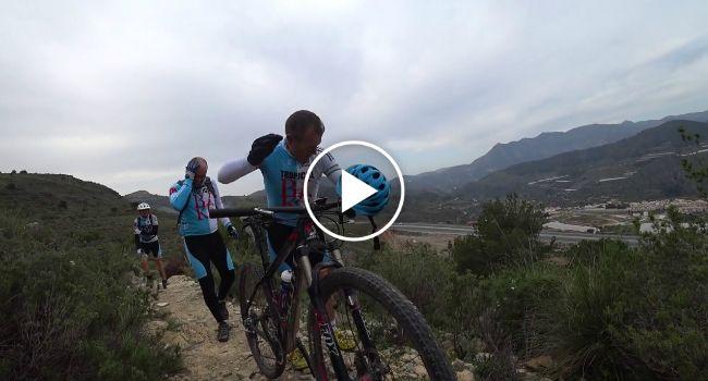 O Pesadelo De Um Grupo De Ciclistas Ao Ser Atacado e Perseguido Por Enxame De Abelhas