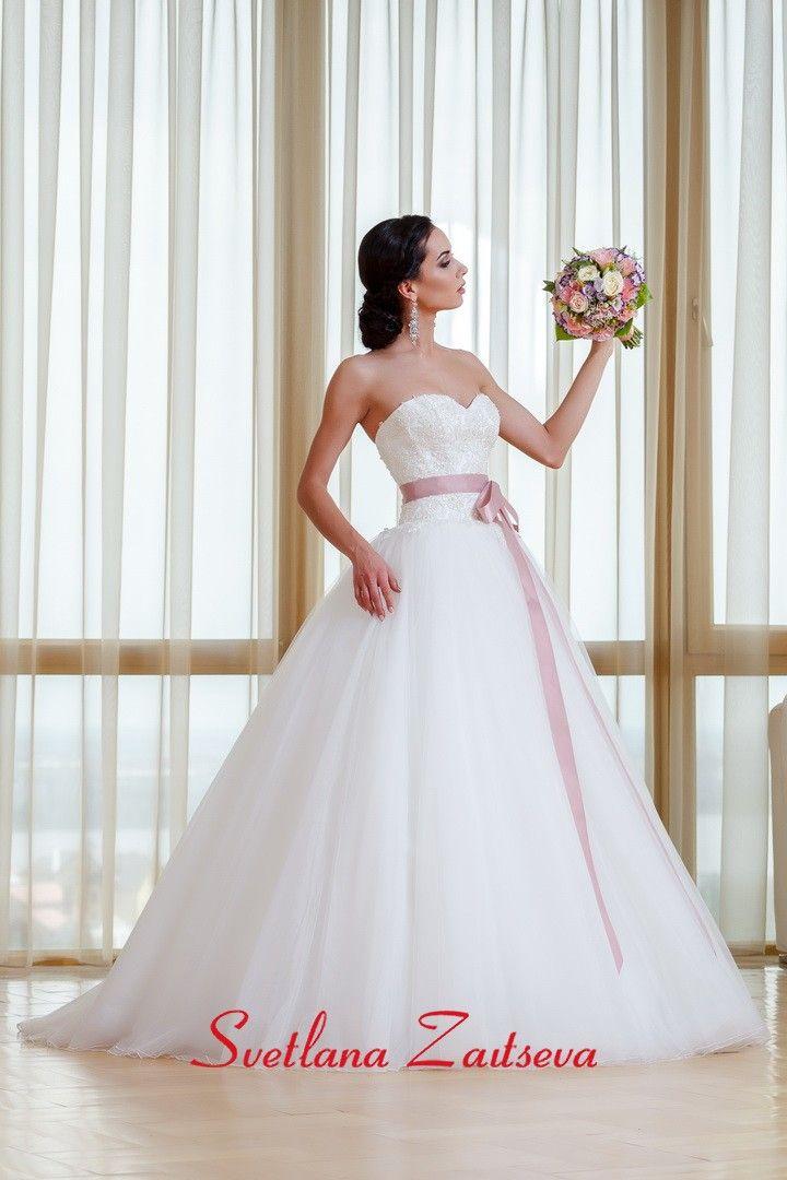 Свадебные платья 17-235 / Каталог свадебных платьев - купить свадебные платья в свадебном салоне Светланы Зайцевой / Коллекции