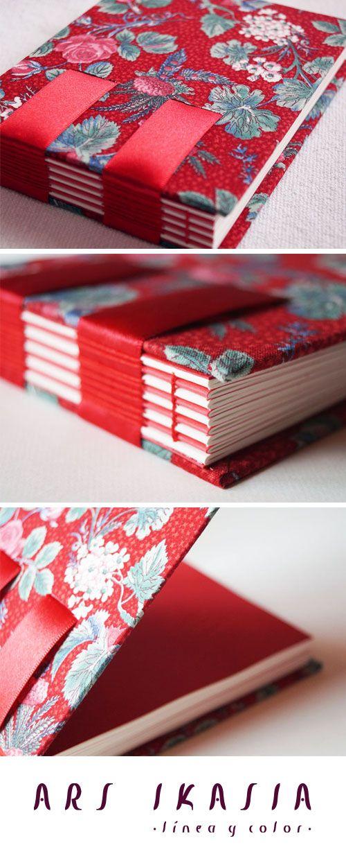 RASPBERRY - libreta de cintas encuadernada a mano. ¡Un objeto único para disfrutar escribiendo! Cómpralo en http://www.arsikasia.com/tienda.html #Ribbon #Notebook