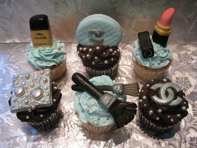 Chanel cupcakes: Cup Cakes, Cakes Ideas, Birthday Chanel Cakes, Cakes Cupcakes, Chanel Cupcakes Super, Chanel Cupcakes Too, Cups Cakes, Chanel Cups, Birthday Cakes