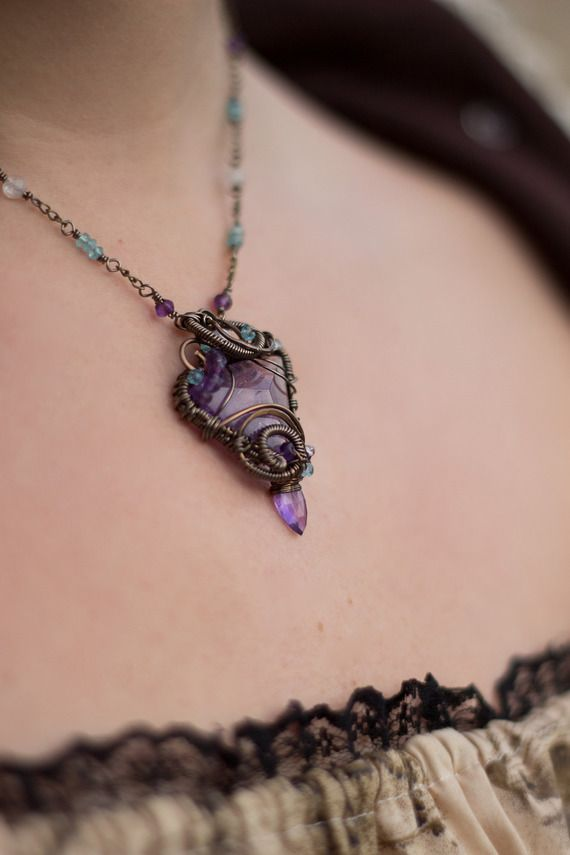 Collier améthyste, apatite, pierre de lune  . Kelsingra le Sanctuaire des Dragons