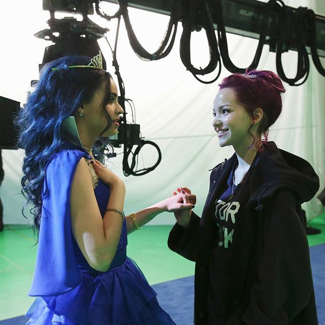 disneydescendants: It's #NationalBestFriendDay! Tag the Evie to your Mal in the comments below!