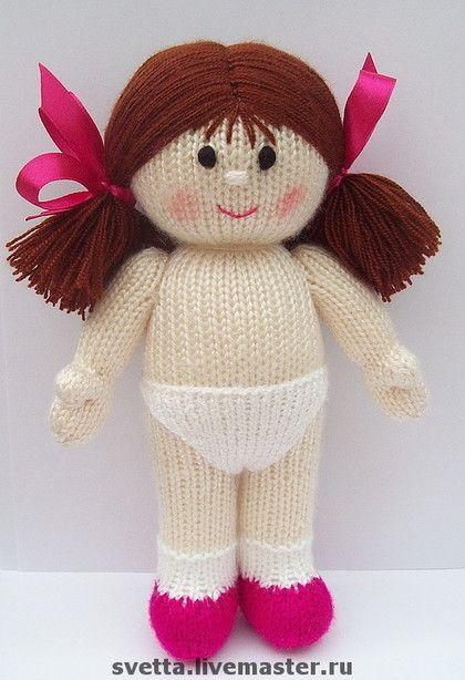 Купить или заказать Наряды для вязаной куколки в интернет-магазине на Ярмарке Мастеров. Кукла с комплектом нарядов. Указана стоимость одного платьица. Куколка в трусиках стОит 1600 руб. Авторская работа.…