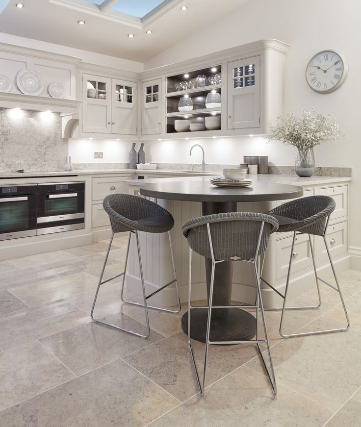 Open Plan Traditional Kitchen