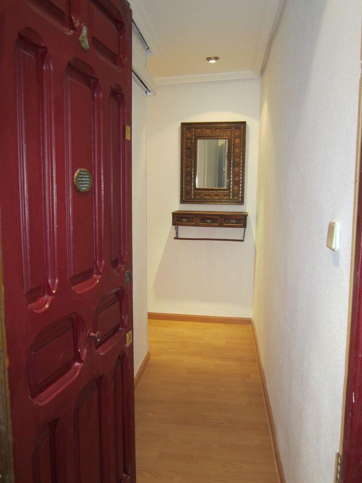 Hall y pasillo SJ - pequeño recibidor étnico con espejo, cajonera y paragüero - Madrid