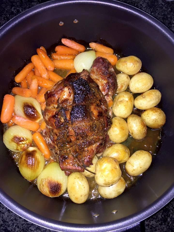 Roast pork (via Remoska South Africa)