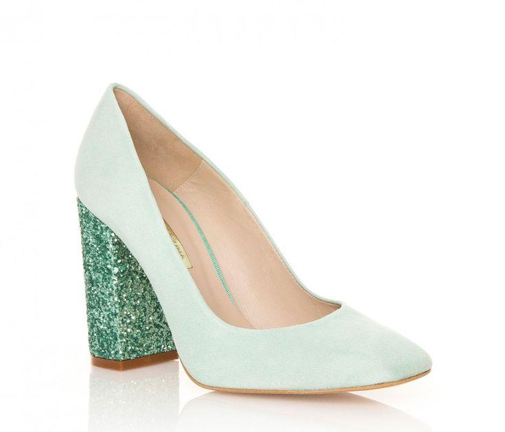 Modelo Cala de Hannibal Laguna en color verde. Brillarás con ellos en cualquier evento. #eventos #bodas #bautizos #comuniones #graduaciones #moda #shoes #zapatos