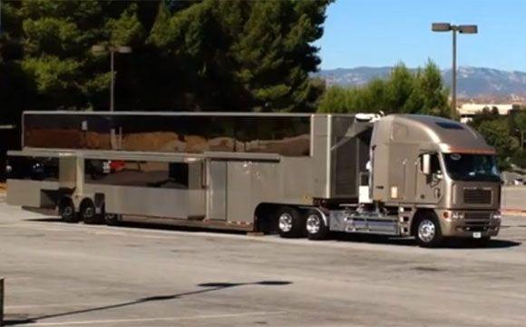 Caminhão pode ser considerado muito melhor do que muitos hotéis (Fotos: Reprodução/YouTube)