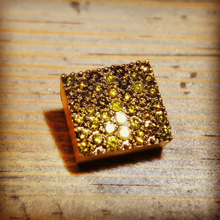 Bracelet links 18ct yellow + diamonds.