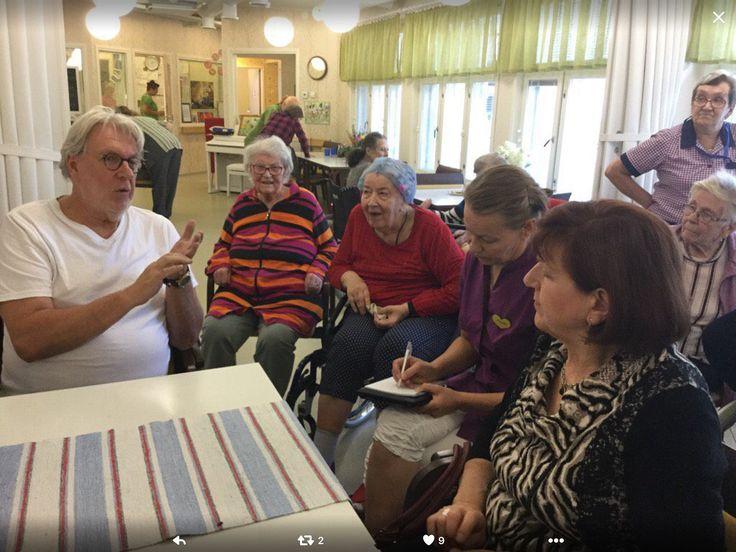Vanhusneuvosto suunnittelemassa  ohjelmaa vanhustenviikolle yhdessä asukkaiden kanssa