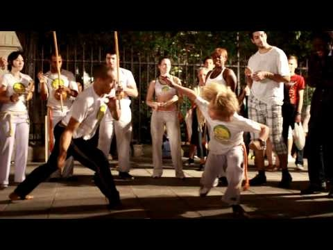 Nuit Blanche Paris 2011 ♪ Vamos Capoeira HD (Brazilian martial art that combines elements of dance and music)