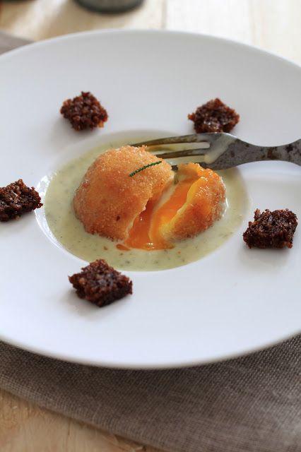 Oeuf mollet frit crème de roquefort ,croutons de rugbrod   On dine chez Nanou