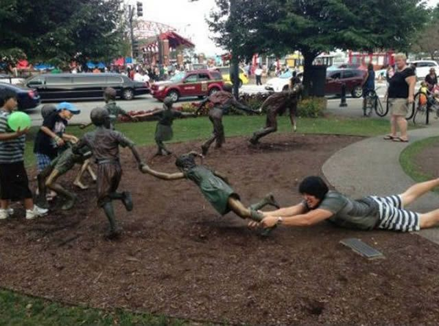 The Circle Of Life 30 Hilarious Pictures Taken With Statues • Page 2 of 6 • BoredBug