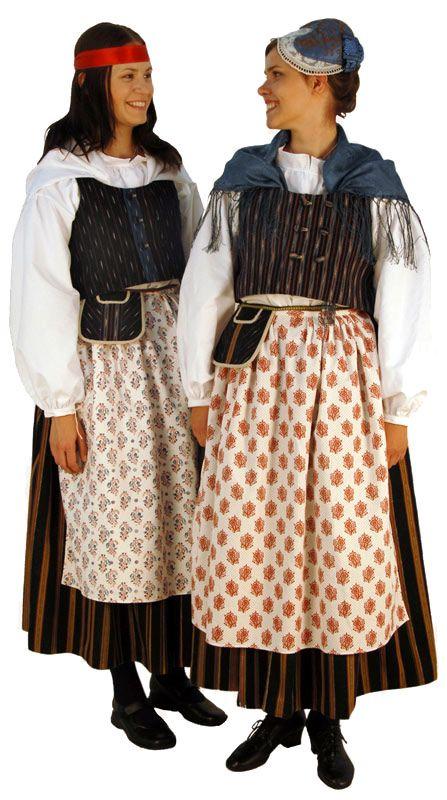 Folk dresses of Hankasalmi region, Finland. Married women is allowed to wear the silk cap while unmarried wears a ribbon | Hankasalmen naisen kansallispuku takaa. Kuva © Taito Uusimaa Lasse Keltto