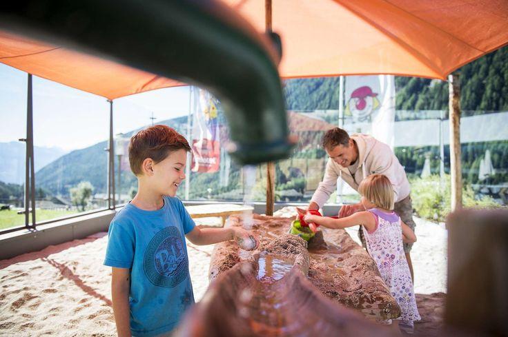 Wasser und Sand, die Traumkombination für Kinder gibt es hier natürlich auch! Alle Details zum Familienhotel Huber findet ihr auf: http://kinderhotel.info/kinderhotel/familienhotel-huber