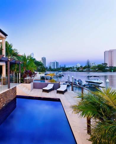 Riverview luxury 5 bdrm waterfront