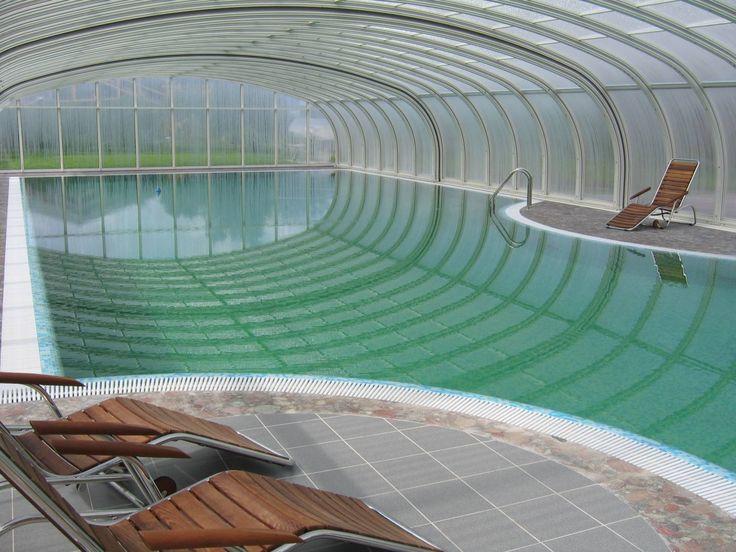Переливной бассейн в загородном доме. Стационарный павильон для бассейна  «Royal»Vöroka  с максимальной возможностью комфортной эксплуатации.