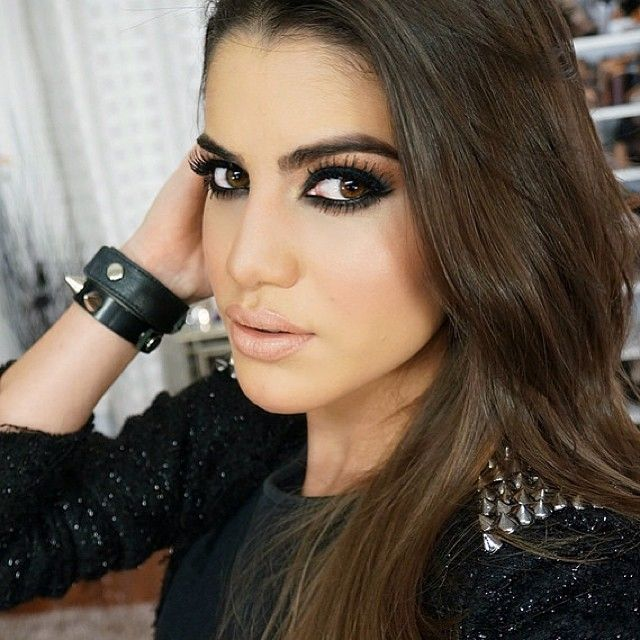 Good morning, with a Rocker Chic makeup tutorial on the Blog!❤️ (link on Bio) ----------- Bom dia, com tutorial de uma make Rocker Chic (bapho) no Blog! Vem ver Supervaidosa.com - @camila besestil Coelho- #webstagram