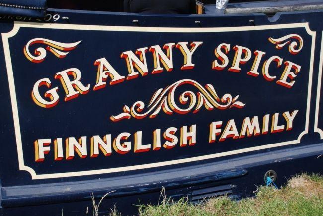 Signwriting on NB 'Granny Spice', Reading Marina