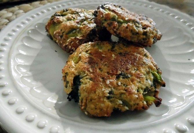 Sajtos brokkolifasírt recept képpel. Hozzávalók és az elkészítés részletes leírása. A sajtos brokkolifasírt elkészítési ideje: 40 perc