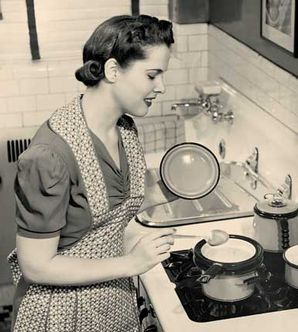 it's my dream to be a 50's housewife.