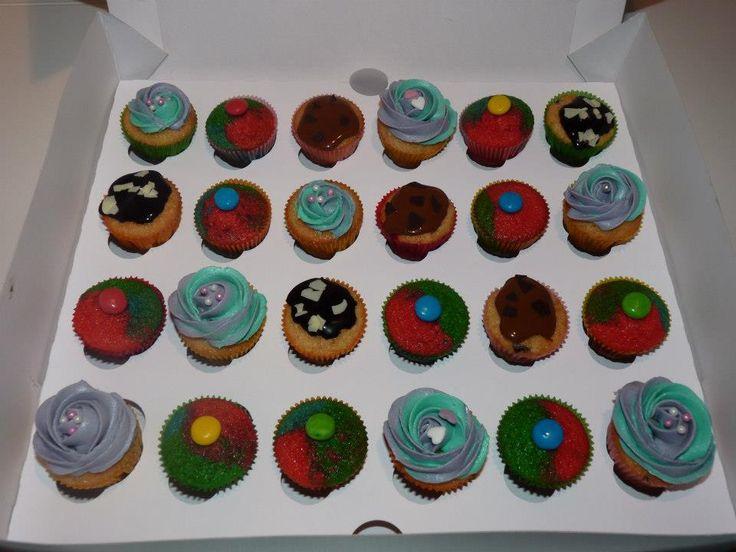 Variado de minicupcakes para un cumple infantil.