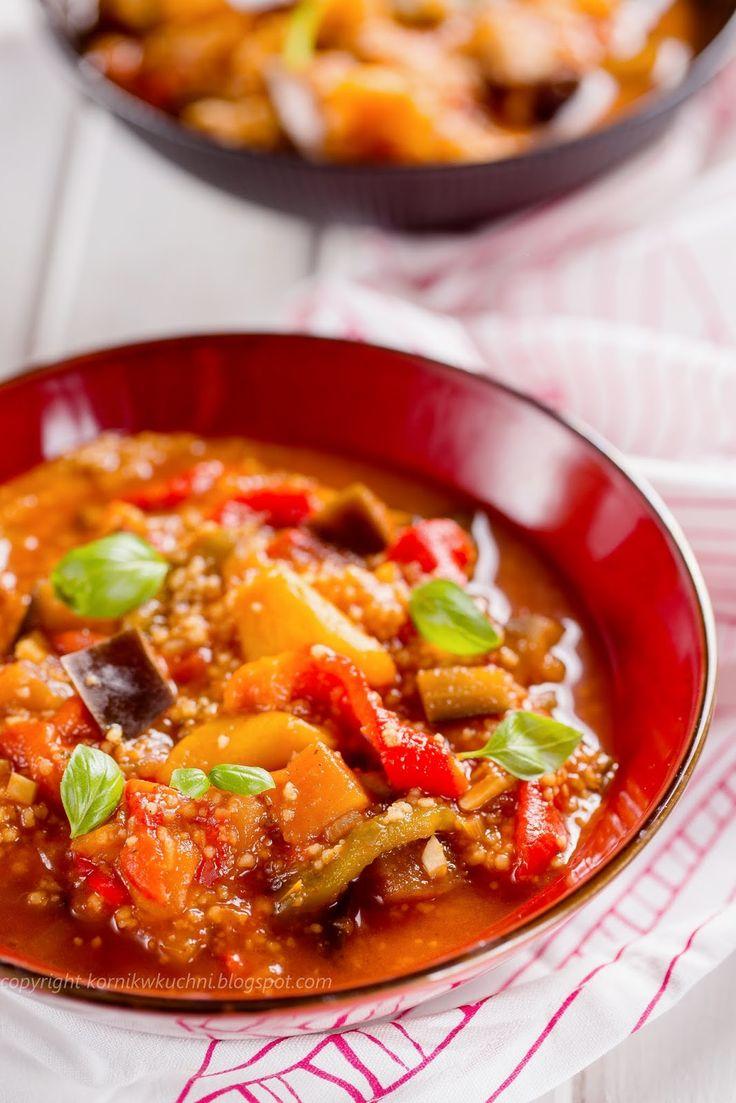 Gęsta zupa z papryką, bakłażanem i kuskusem