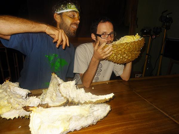 Alex of RawGuru.Com and Sacred Scoops, one of the 5 Best Raw Food Recipes Creators in the world! Oh yeah, and did I mention that he loves #durian ? #rawfoodchef #rawfoodies #rawfoodism #freeshin