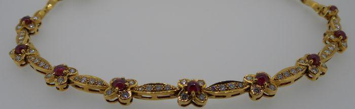 Handgemaakte HRD gecertificeerd 18 kt geel gouden ketting set met briljant geslepen diamanten 115 ct en robijnen 270 ct 3191 g - lengte ketting: 42 cm  Diamanten: natuurlijkeCertificaat: Certificaat van Echtheid geleverd door Condes diamanten BVBA & HRD AntwerpenHRD juwelen verslag nummer: J1702271001 (gemaakt in Antwerpen op 25 April 2017)Total karaat diamanten: 115 ct diamond totale gewichtKleur van de diamanten: F-GDuidelijkheid van de diamanten: VS / VVS (zeer kleine insluitingen / (zeer…