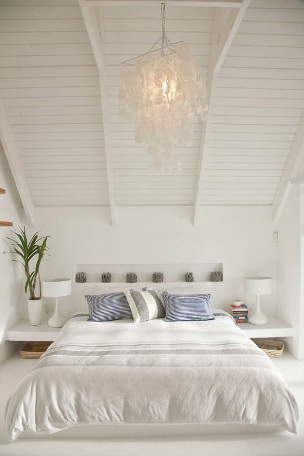 White bedroom with cottage ceilings bedroom pinterest paper chandelier awesome and house - Deco kamer chalet berg ...