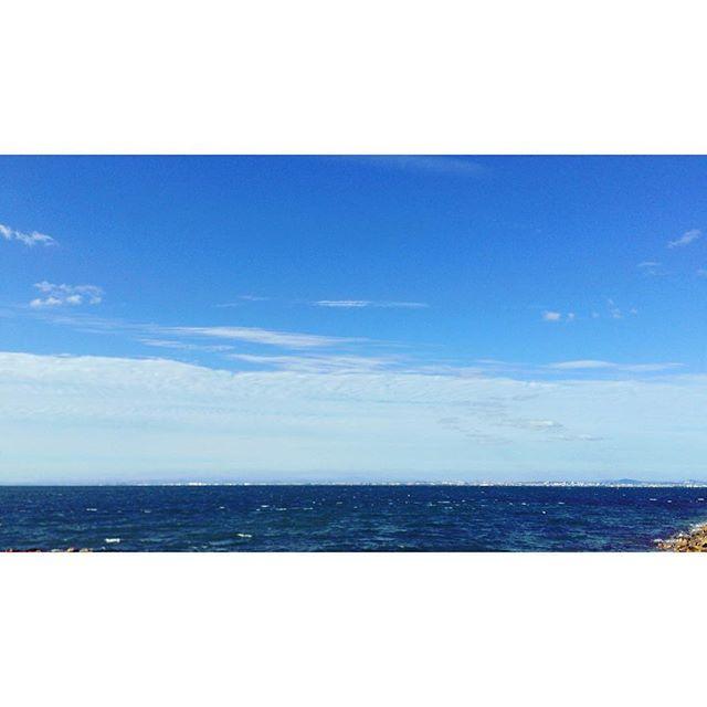 【michampy】さんのInstagramをピンしています。 《海の向こうに街が見える。 なんだか不思議に感じたのはそれだった😌 今まで見た海の向こう側には何もなかったから。 あの街は神戸かな? 自然て本当に癒される✨ * #鳴門海峡#日本#海#淡路島#海の向こう側#街#自然#癒し#美しい#景色#風景#instaview》