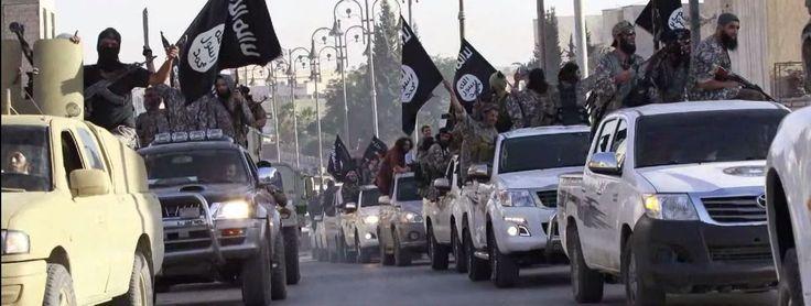 """RT wirft unter dem Eindruck des jüngsten Waffenabwurfs der USA am Montag für syrische Rebellen in Nordsyrien einen Blick auf die Ausrüstung des IS und anderer dschihadistischer Milizen. Dabei fällt auf, dass US-Kriegsgerät, offiziell vorgesehen """"für moderaten Rebellen"""" immer wieder in die Hände von Ultra-Dschihadisten gelangen. Ein besonders augenfälliges Beispiel sind die omnipräsenten Toyota-Pick-Ups des """"Islamischen Staates"""".  wikipedia: """"Der Toyota Isis ist ein 7-sitziger Van..."""" lmao :D"""