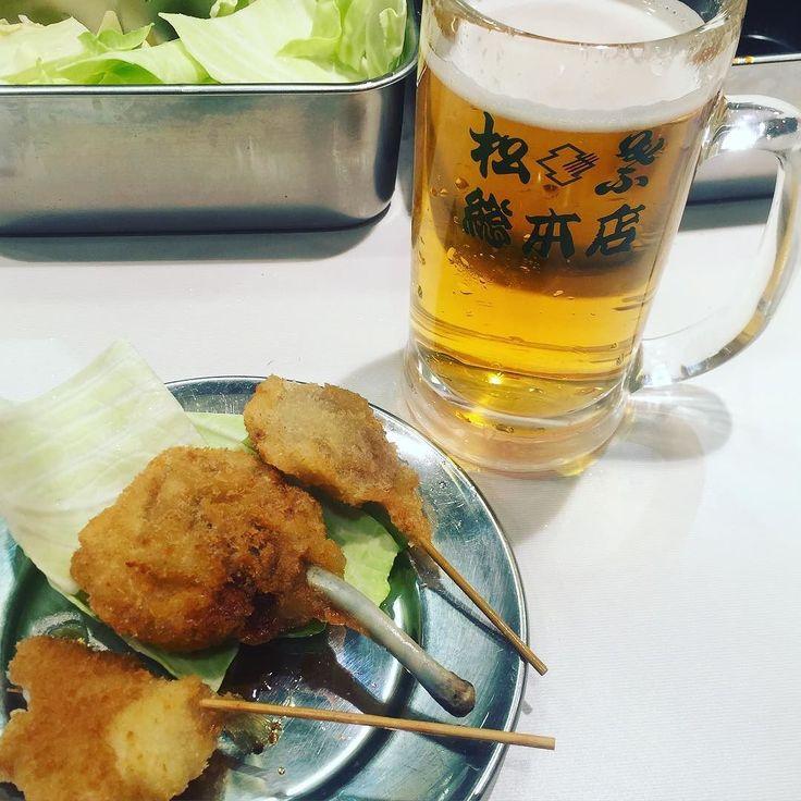 出発前にビールと串カツさいこー #串カツ #ビール #新大阪 #今から東へ #待ちぼうけ #駅ナカで飲める幸せ #食べ過ぎた #食べさしすいません by harupon829