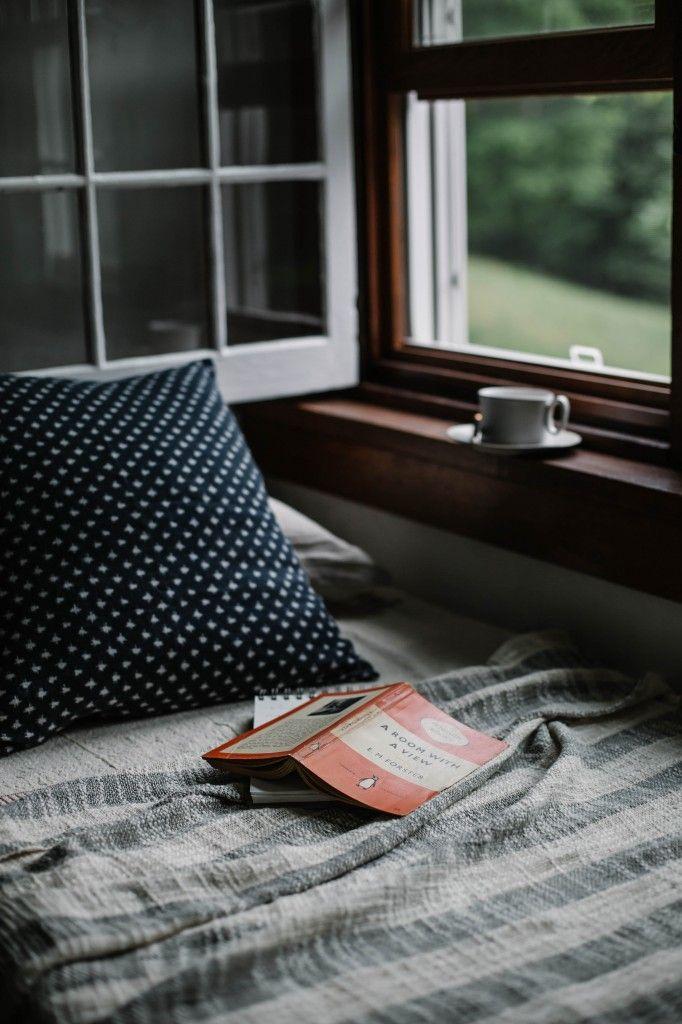 É lindo, numa manhã cinzento ou com sol, deve ser maravilhoso estar deitada a ler.