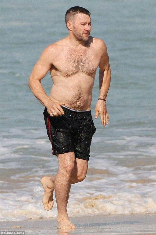 Joel Edgerton   Hot male celebrities barefoot   Swim ...