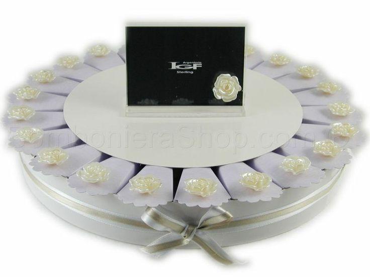 Torta bomboniera 22 fette con boccioli di rosa colore perla