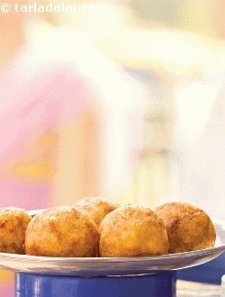 Available in the shops and streets of mumbai, this famous pattice is made with a crunchy-creamy peanut and coconut stuffing.
