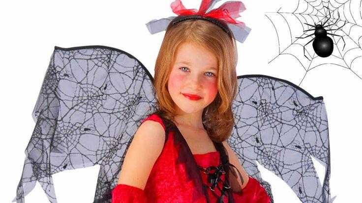 Costume da strega con ali di ragnatela.