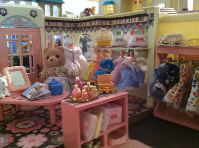 My dress shop sylvanian families,  all the lady's from gingerbread grove shop here.