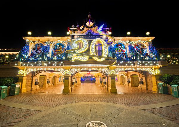 wild adventures christmas schedule for disneyland
